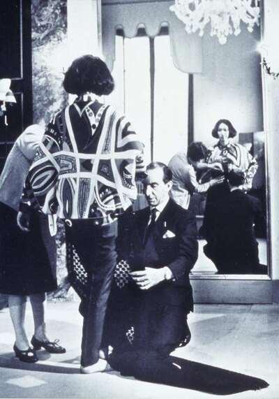 Il Marchese Emilio Pucci con la modella Iko.