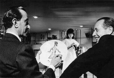 Il Marchese Emilio Pucci nello show room della Rosenthal.