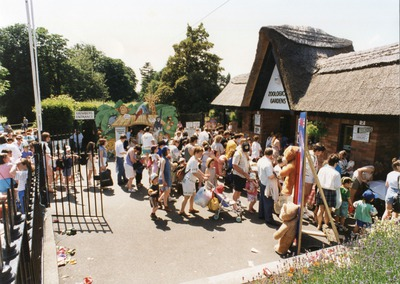 Queue outside of Dublin Zoo entrance for Mikado celebration