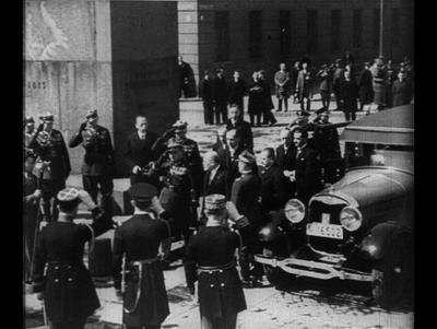 Minister Louis Barthou składa wieniec na Grobie Nieznanego Żołnierza