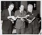 Pianist Arthur Rubinstein (rechts).