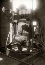 Jacob Vincent (Jef) Denijn (1868 - 1965) Belgisch beiaardier en componist. Sticht in 1922 de Beiaardschool in Mechelen. Plaats onbekend, foto uit 1915.