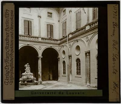 Roma. Palazzo Lante :Cortile