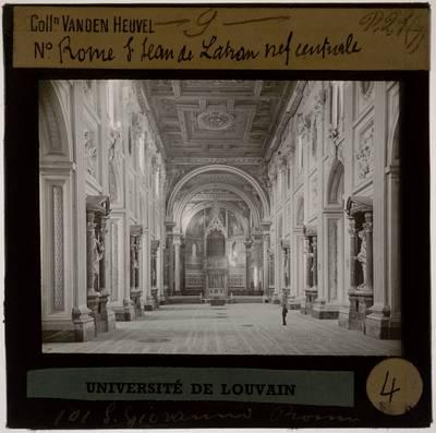 Roma. Basilica di San Giovanni in Laterano :Interieur: Zicht vanuit het middenschip op het chevet