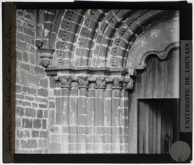 Winksele. Kerk Onze-Lieve-Vrouw :Exterieur: Portaal van de westelijke gevel, detail