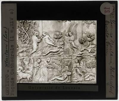 Orvieto. Duomo di Orvieto :Voorgevel, detail: Creatie van Adam en Eva