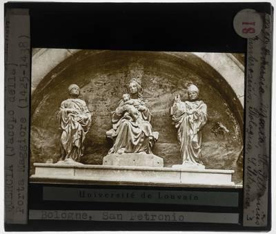 Jacopo della Quercia. Porta Magna :Lunet met Madonna met Kind en de Heiligen Ambrogio en Petronio