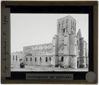 Orp-le-Grand. Eglise Saints-Martin et Adèle :Exterieur: Zicht op de noordwestelijke gevel na bombardement tijdens Tweede Wereldoorlog