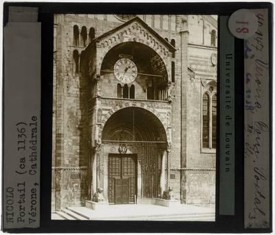 Verona. Basilica di San Zeno :Exterieur: Hoofdportaal met voorhal