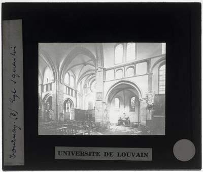 Tournai. Eglise Saint-Quentin :Interieur: Zicht op het zuidelijk transept en de zuidelijke zijbeuk