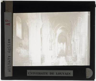Aulnay. Église Saint-Pierre :Interieur: Middenschip gericht naar het koor