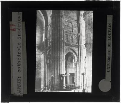 Autun. Cathédrale Saint-Lazare :Interieur: Middenschip en noordelijke zijbeuk