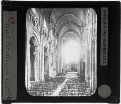 Autun. Cathédrale Saint-Lazare :Interieur: Middenschip gericht naar het koor