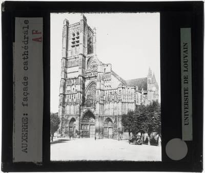 Auxerre. Cathédrale Saint-Étienne :Exterieur: Zicht op de westelijke gevel