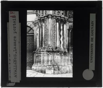 Avallon. Église Saint-Lazare :Exterieur: Zuilen in groot portaal van de westelijke gevel