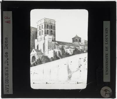 Avignon. Cathédrale Notre-Dame des Doms :Exterieur: Zicht vanuit het zuidwesten