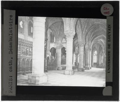 Paris. Cathédrale Notre-Dame :Interieur: Noordelijke kooromgang