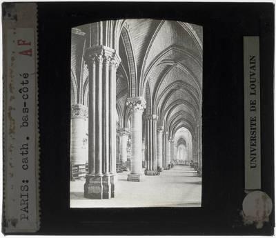 Paris. Cathédrale Notre-Dame :Interieur: Zijbeuk