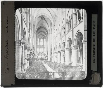 Paris. Cathédrale Notre-Dame :Interieur: Middenschip gericht naar het koor