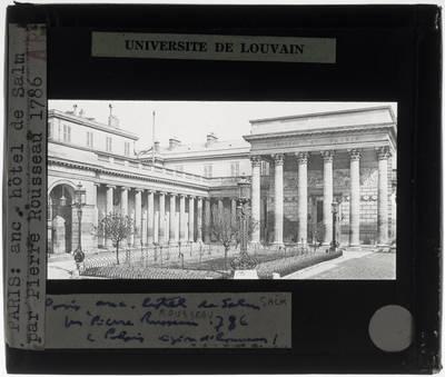Paris. Palais de la Légion d'honneur :Exterieur: Cour d'honneur