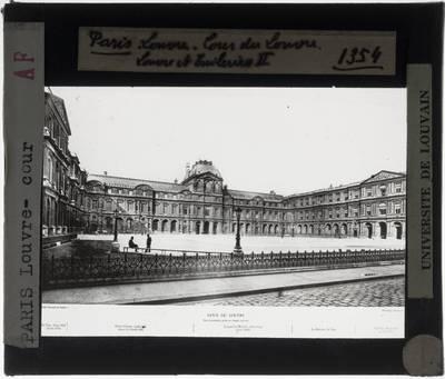 Paris. Palais du Louvre :Exterieur: Cour Carrée