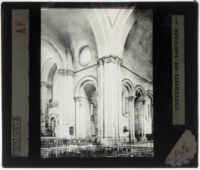 Périgueux. Cathédrale Saint-Front :Interieur: Middenschip en dwarsbeuk