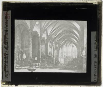 Perpignan. Cathédrale Saint-Jean-Baptiste :Interieur: Middenschip gericht naar het koor