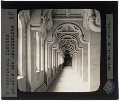 Pierrefonds. Château de Pierrefonds :Interieur: Galerie des mercenaires