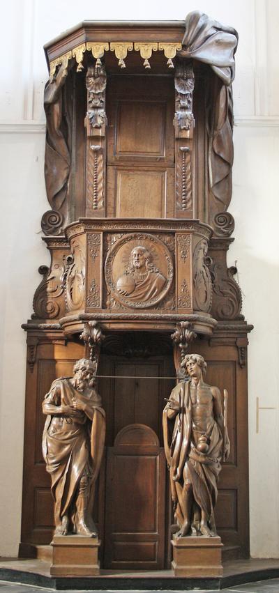 Biechtstoel met preekstoel