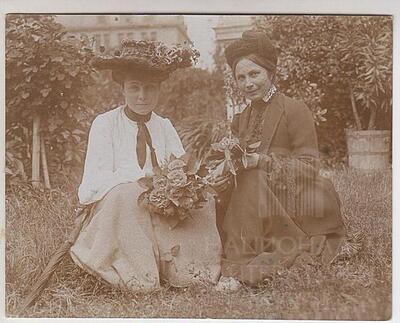 Ekaterina Karavelova with her oldest daughter