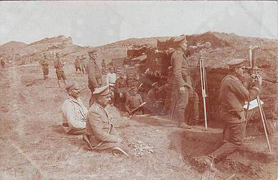 Bulgarian officers and soldiers in position