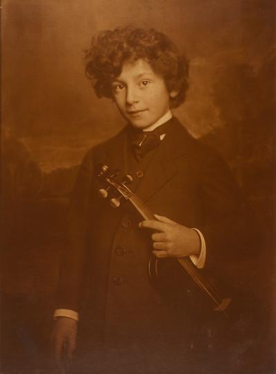 Knabe mit Geige (Lothar Perscheid)