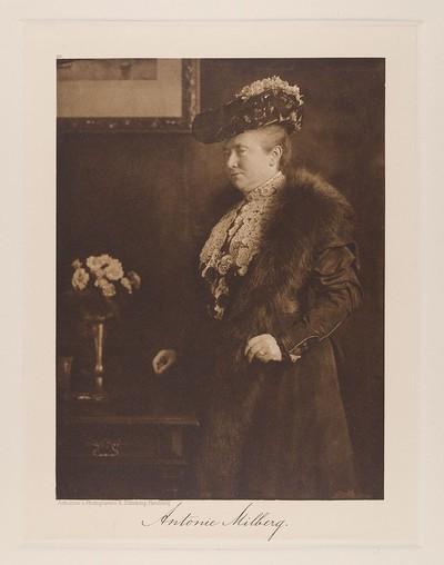 Fräulein Antonie Milberg, Schulvorsteherin aus der Mappe Hamburgische Männer und Frauen am Anfang des XX. Jahrhunderts
