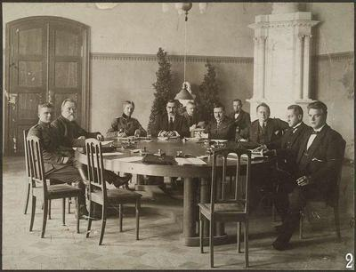 Two photos of the 'unofficial conference on hostage liberation', held in Tartu on 19–20 November 1919