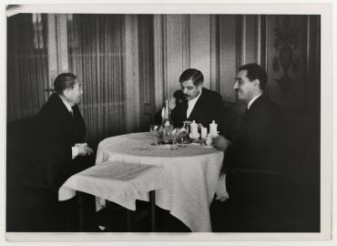 Nikolaus Titulescu und Pierre Laval beim Lunch im Genfer Hotel des Bergues. links: Nikolaus Titulescu, Mitte: Pierre Laval, rechts: Alexis Léger