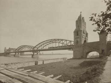 Ohne Titel (Eisenbahnbrücke)
