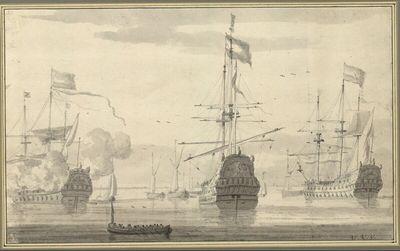Drei ankernde Kriegsschiffe, eines davon schießt Salut, ein voll besetztes Ruderboot im Vordergrund