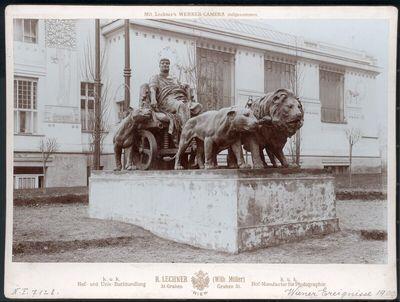 Statue des Marc Anton vor der Secession in Wien