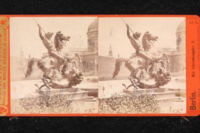 Berlin: Statue des Löwenkämpfers beim Dom
