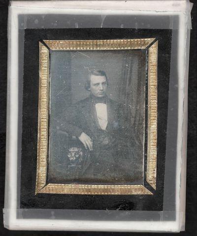 Bildnis eines jungen Mannes, Dreiviertelfigur