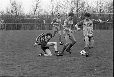Nieuwerkerk. Stolpweg. Sportpark Het Springer. Wedstrijd voetbalteam SKNWK. Personen onbekend.