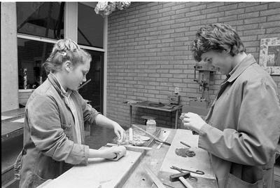Zierikzee. Hatfieldpark. Scholengemeenschap Schouwen-Duiveland. Infomarkt over het lager beroepsonderwijs en vervolgopleidingen die daarna mogelijk zijn. Personen onbekend.