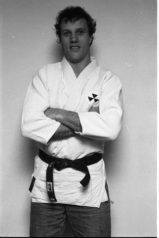 Zierikzee. Gouweveerseweg. Boerderij echtpaar Van Oosten. Leo van Oosten is genomineerd voor de titel Sportman/vrouw van het jaar van de gemeente Zierikzee. Dit vanwege zijn prestaties op het gebied van judo (hij werd onder andere drie keer Nederlands kampioen).