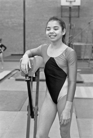 Zierikzee. Groene Weegje. Sporthal Onderdak. De 13-jarige Ernani de Boer is een van de kandidaten voor de titel Sportvrouw van het Jaar 1988. Het lid van gymnastiekvereniging Delta Sport werd in 1988 Zeeuws turnkampioen in de klasse 11B en vierde bij de landelijke turnkampioenschappen.