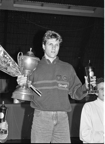 Zierikzee. Groene Weegje. Sportcentrum Onderdak. Sportgala verkiezing Sportman/Vrouw en -Ploeg van het Jaar 1988 van de gemeente Zierikzee. Werpatleet Robert van der Vegt, die werd uitgeroepen tot Sportman van het Jaar 1988.