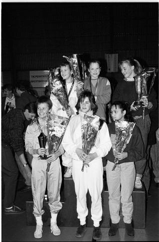 Zierikzee. Groene Weegje. Sportcentrum Onderdak. Sportgala verkiezing Sportman/Vrouw en -Ploeg van het Jaar 1988 van de gemeente Zierikzee. Het team A-selectie meisjes van gymnastiekvereniging Delta Sport; de Sportploeg van het Jaar.