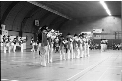 Zierikzee. Groene Weegje. Sportcentrum Onderdak. Showband Rust Roest treedt op tijdens de verkiezing Sportvrouw/Man en Sportploeg van het Jaar 1988 van de gemeente Zierikzee.