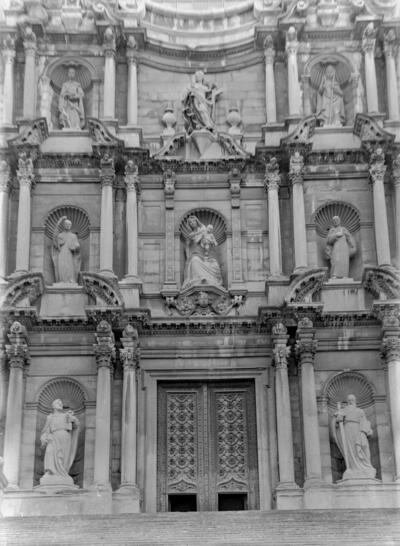 8 estatuas de la Catedral