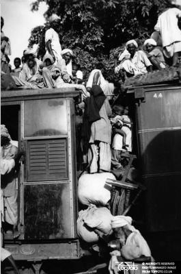 Muslim refugees flee New Delhi