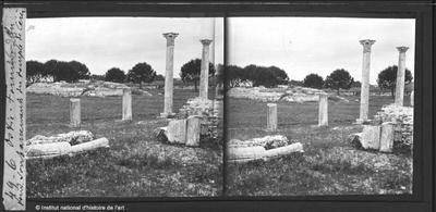 Ostie. Forum. Au fond soubassements du temple de Cérès